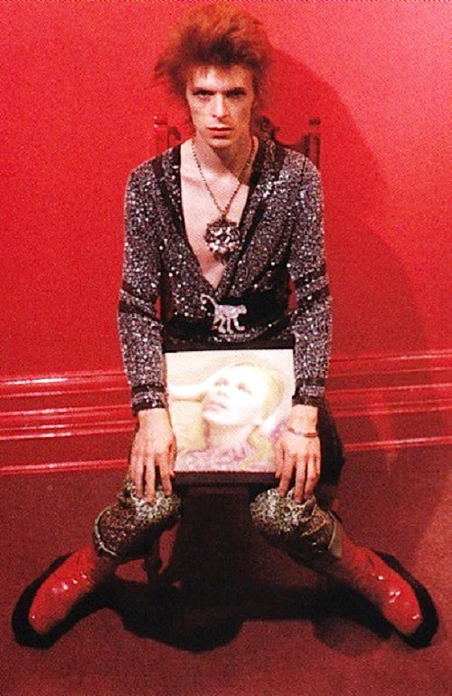 David Bowie wearing brooch Monkey in 1972. Platinum, coral, diamonds, onyx, jade carving