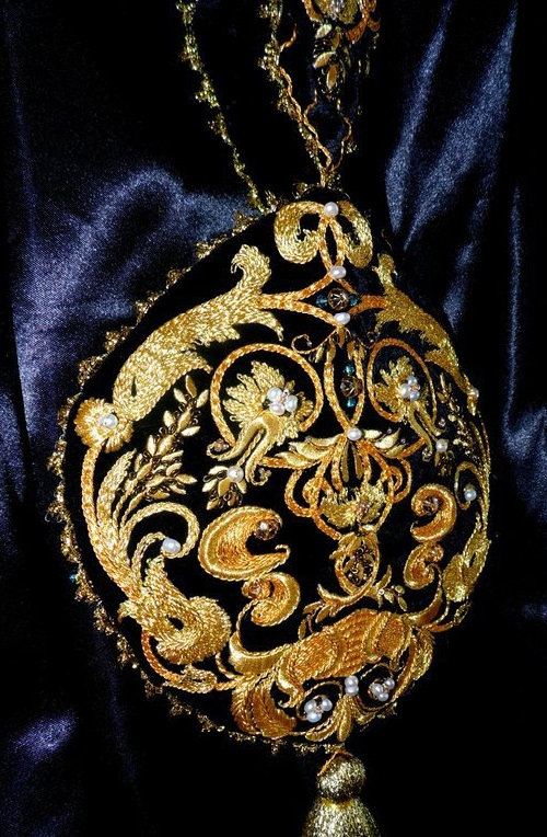 Handbag 'Louis III' with brooch, gold embroidery