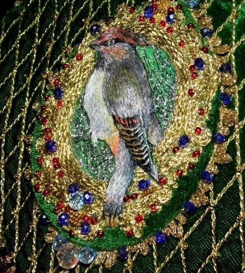 Handbag 'Victorian bird' embroidered in gold closeup