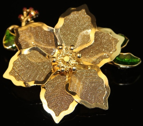 Holiday brooch from the KC 'Poinsettia' made in gold color