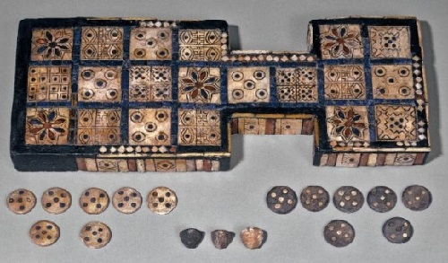 In the tomb of Puabi was found the oldest board game. It is considered the prototype of a game of backgammon