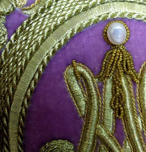 Lid'oro goldwork embroidery closeup