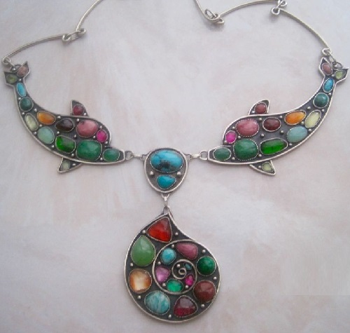 Necklace with semi-precious stones Dolphins