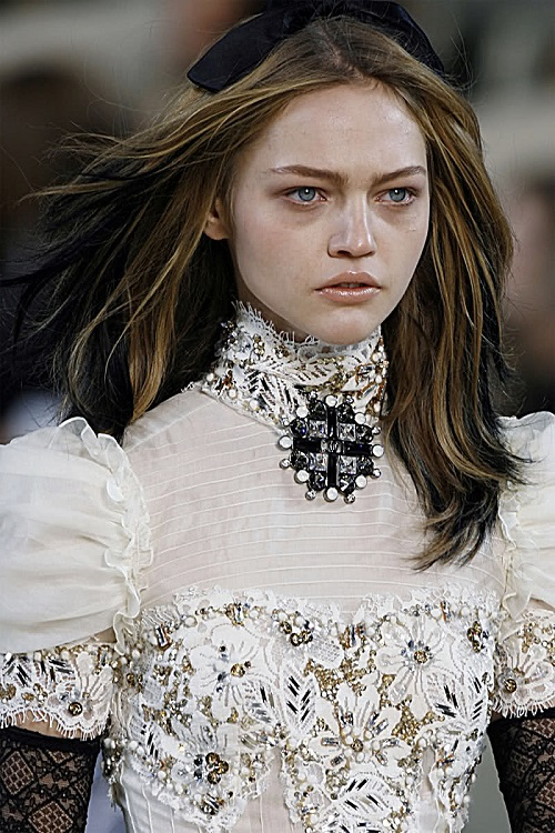 Sasha Pivovarova in Chanel Fashion show Fall Winter 2006