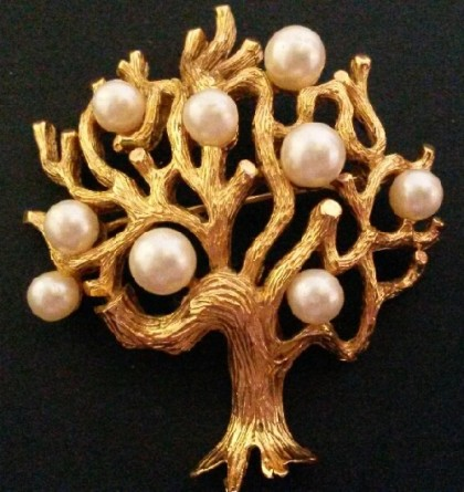 Tree of life brooch with artificial pearls, golden color