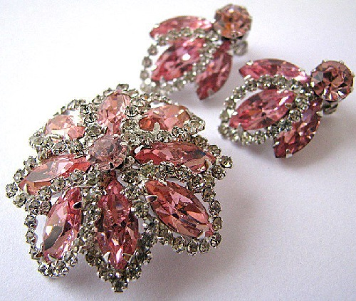 Vintage brooch and earrings Weiss