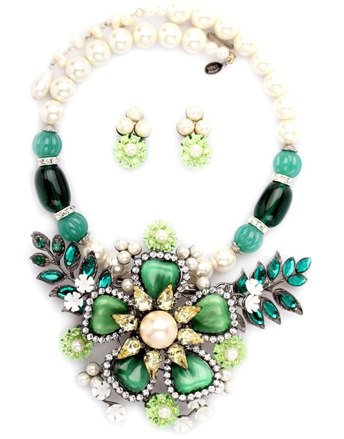 Vintage necklace with a flower. Larry Vrba