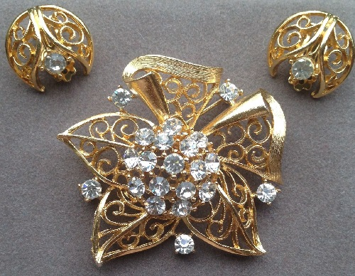 Vintage set of brooch and clips by Lisner