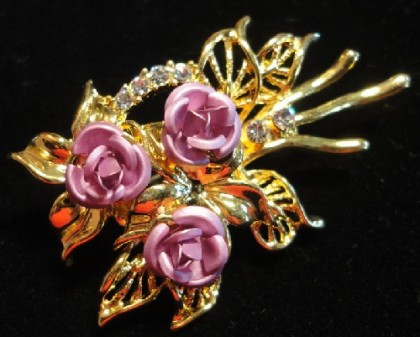 1997 Avon brooch 'Bouquet of roses'