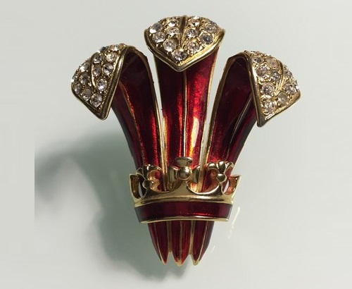 Aristocratic vintage brooch Crown by Erwin Pearl. Red enamel and Swarovski crystals. Jewellery made of gold-plated jewelry alloy