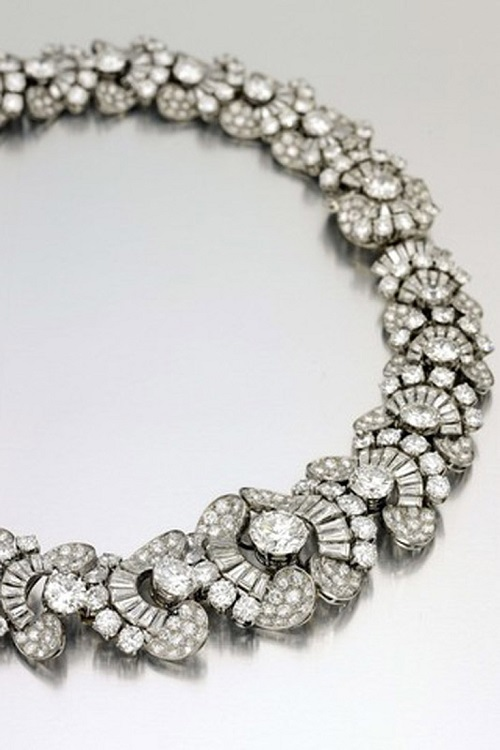 Bulgari necklace of 1954 is now estimated at nearly $ 500 000