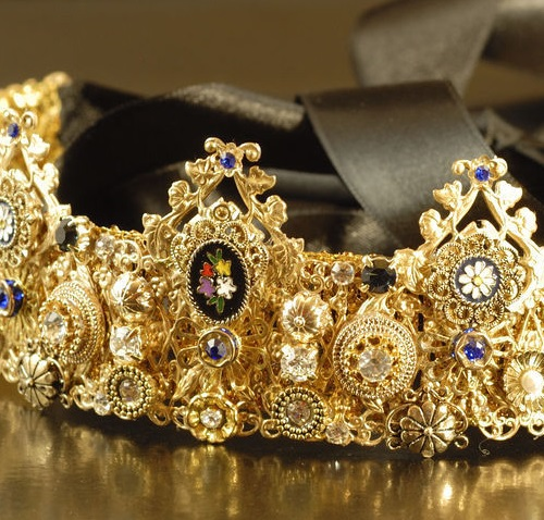 Crown Mio Bello in the style of D & G