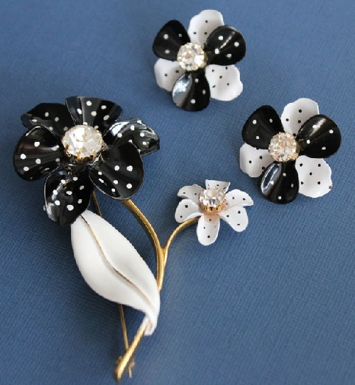 Flower polka dot set Avon vintage costume jewelry. Vintage, 1980