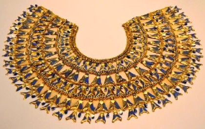 Necklace worn by Elizabeth Taylor in a few scenes – its metal parts painted with enamel and fixed on the basis of skin color flax
