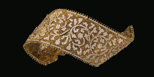 One of the Masterpieces presented in Moscow, the Valencienne Bracelet, reproducing a French Lace in gold and diamonds. Buccellati