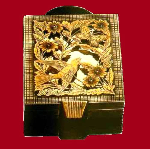 Powder compact. Boucheron. 1940-1945. Paris. Powder boxes of this popular design were often made of white alloy