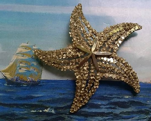 Small elegant and very easy BSK brooch in the form of a starfish