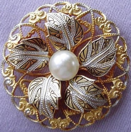 Vintage brooch with a pearl in the art Damascene
