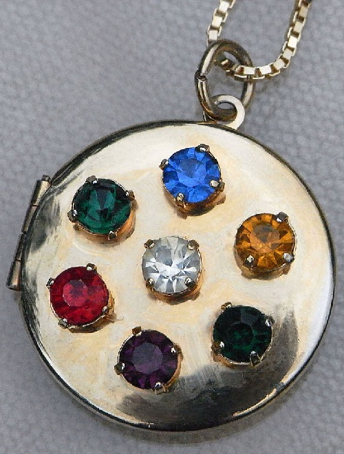 B. David vintage jewellery. The locket (approximately 1930-1940) with the hidden word DEAREST