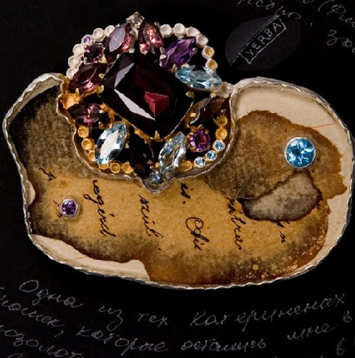 Vintage brooch from the collection 'Everything Changes, Nothing Is Truly Lost', 2009