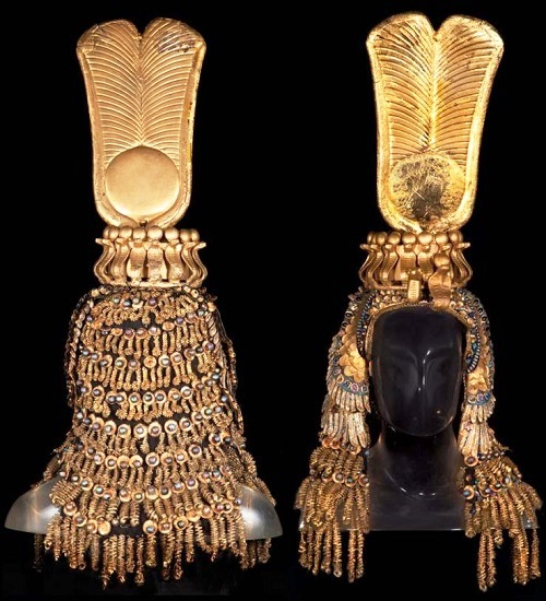 headdress of Queen with a crown of snakes, which was sold at the auction for 100 000 dollars