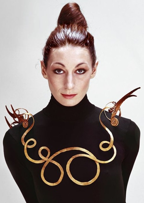 Anjelica Huston in necklace Calder 'Jealous husband', 1940, a collection of Metropolitan Museum of Art