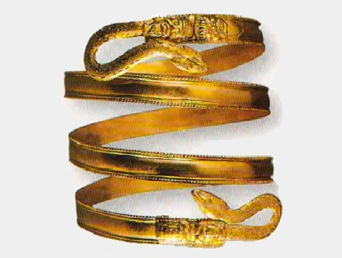 Bracelet as a spiral. The origin is not precisely determined, the middle of the IV B.C. Gold. Satire decorated with images of animals and Selena