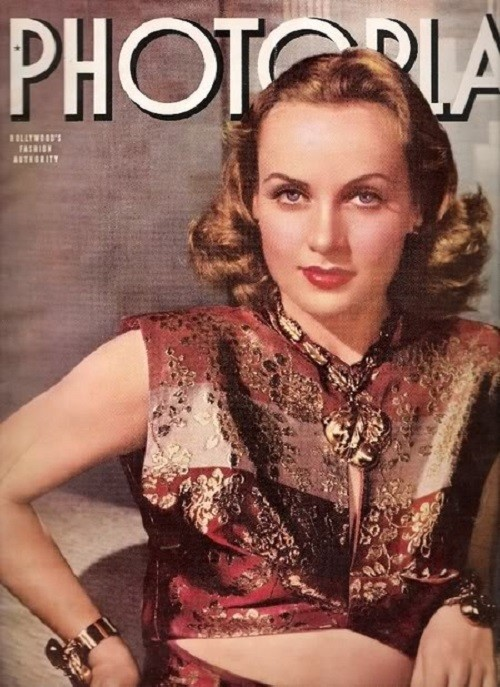 Carole Lombard in jewelry from Joseff on the cover of the magazine Photoplay (January 1940)