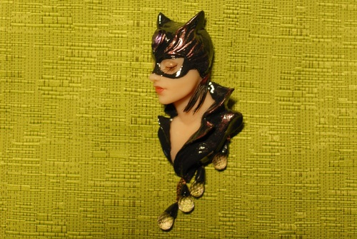 Cat-woman. Brooch manual molding with amethyst