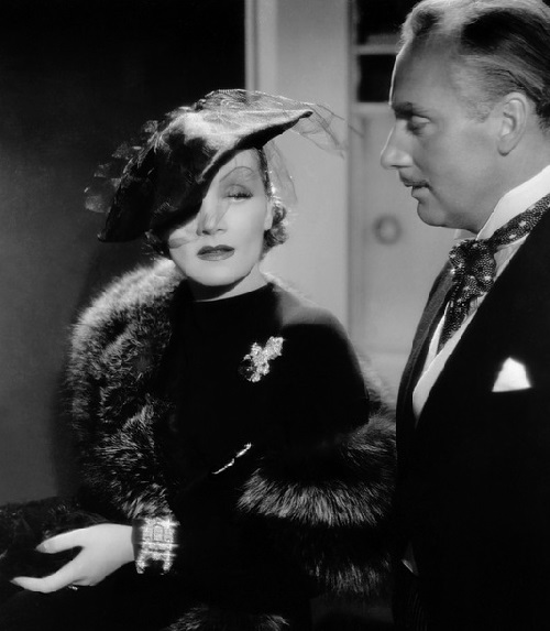 Marlene wore the set in the film 'Desire'