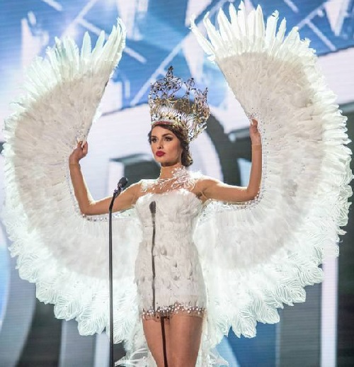 Miss Poland presenting Polish Emblem White Eagle with a crown