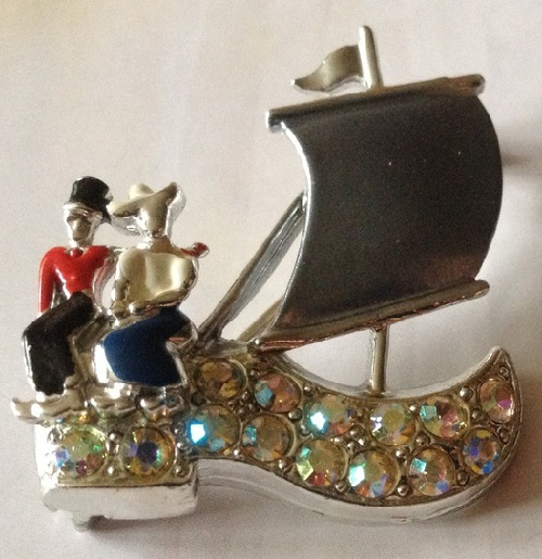 Under the sails. Coro vintage brooch