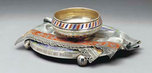 A trompe l'oeil silver and dish and napkin souvenir, enameled silver. Jeweler Pavel Ovchinnikov, Moscow, 1872