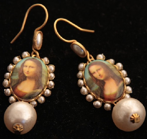 Earrings in retro style made of typical for Askew London high-grade gold-colored metal. In the center of the oval porcelain insert with a picture of the Mona Lisa, surrounded by little gem
