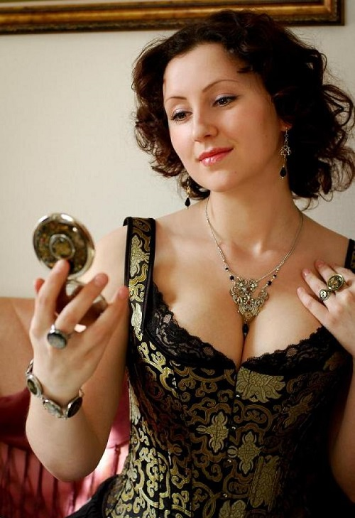 Beautiful Russian steampunk jeweler Anna Ustinova