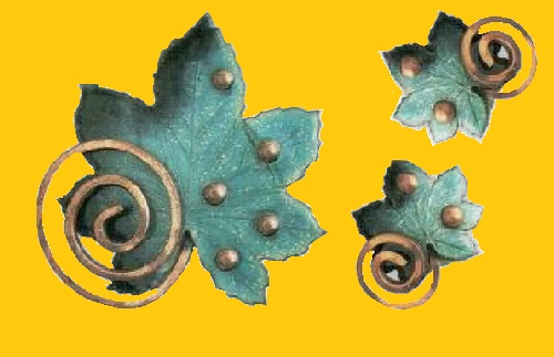 Brooch and earrings in the shape of maple leaves, green and dark green enamel copper. Mid-1950s. Renoir-Matisse jewellery (1946 - 1964)