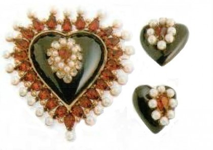 Brooches and earrings. cast glass, rhinestone, imitation of pearls. 1920