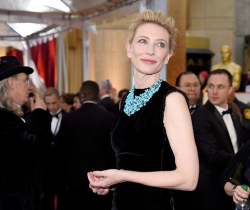 Charming Cate Blanchett wore a turquoise necklace - plastron from Tiffany & Co collection. Gold, turquoise, aquamarine and diamonds. Oscar 2015
