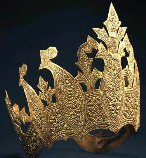 Crown worn by a noblewoman or dancer at the court of Palembang in southeastern Sumatra; gilded copper. ca. late 19th - early 20th century