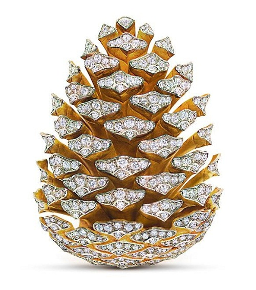 Exquisite Brooch pine-cone