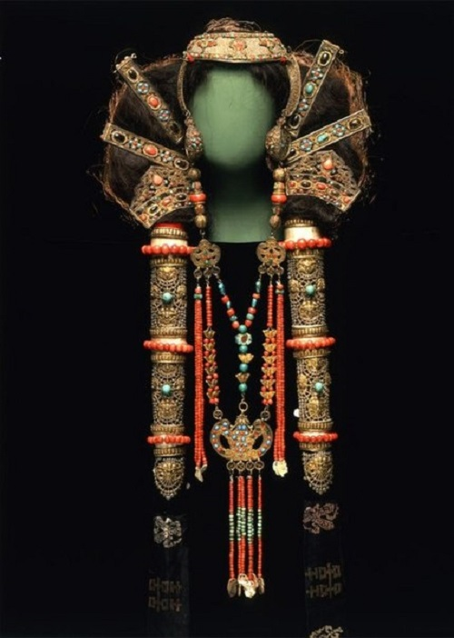 Headdress and necklace of a married woman of the Chalcha, a Mongolian subgroup. circa 19th century