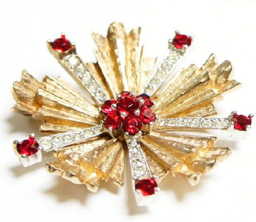 Jomaz brooch flower