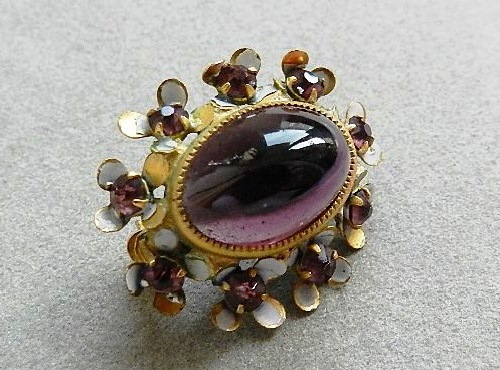 Little brooch from the American company Sandor, dates from the late 40's - early 50-ies