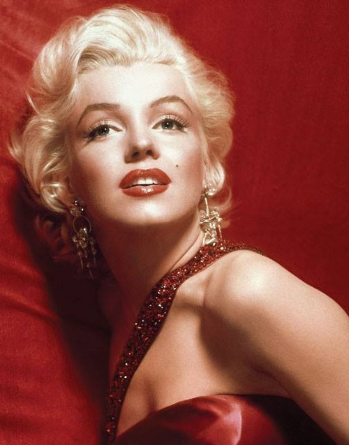 Marilyn wearing jewelry