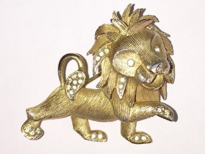 Gold tone, rhinestone brooch Lion