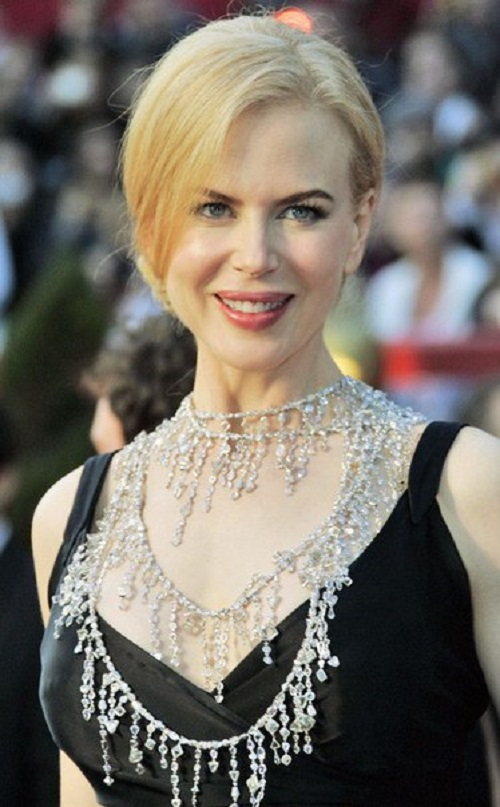 Nicole Kidman at the Academy Awards ceremony in 2008. Sotuar of white gold, 404 diamonds, 813 carats total weight, and 7241 diamonds, 584 carats total weight