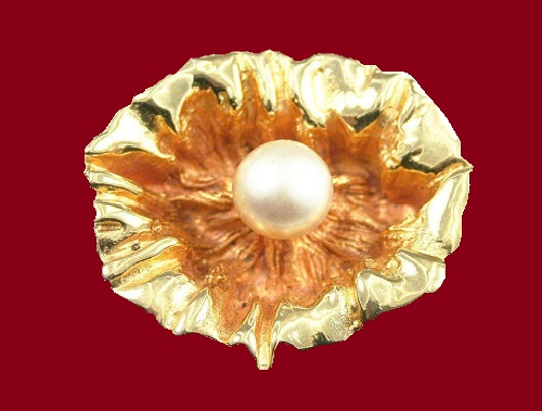 Oleg Cassini jewellery - Modernist brooch. Gold, Metal, Faux Pearl, 1960s
