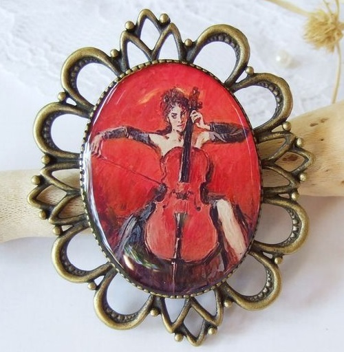 Playing the Viola brooch. Jeweler Karina Boiko