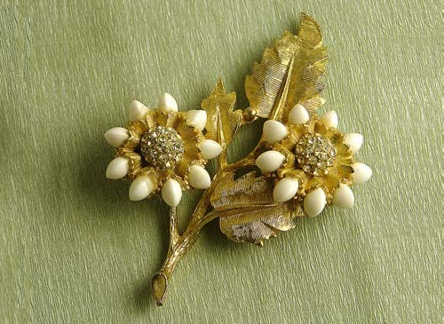 Rare vintage brooch in the form of a stylized bouquet