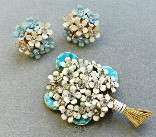 Set by the company Sandor - a brooch and clips, dates from the late 40's - early 50-ies